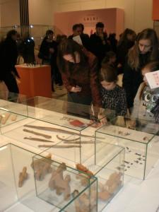 Najstarsze eksponaty na wystawie pochodzą z wczesnego średniowiecza. Fot. Karol Szaładziński